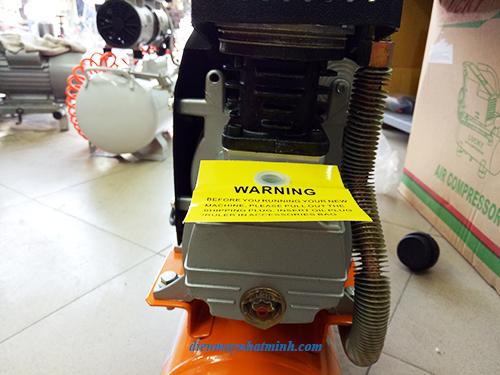 máy nén khí bơm lốp trong gia đình