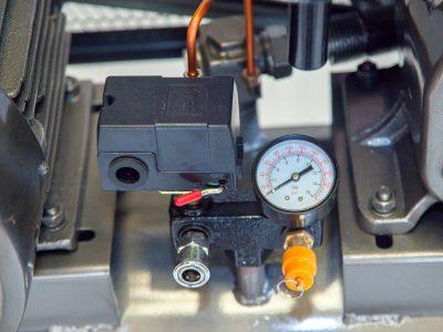 Đồng hồ, chốt an toàn... máy nén khí 150 lít 5,5 HP Lucky
