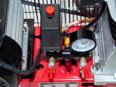 Cụm van an toàn và đồng hồ áp máy nén khí mini 50 lít Finy