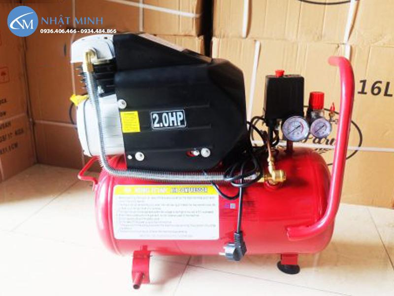 Mặt sau máy nén khí mini Đài Loan 24 lít 2hp KingTony KTC-25